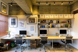 古い空間を活かしたオフィス
